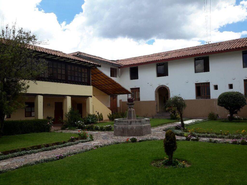 Cuscoda kaldigimiz otel Bir kismi hala Manastir