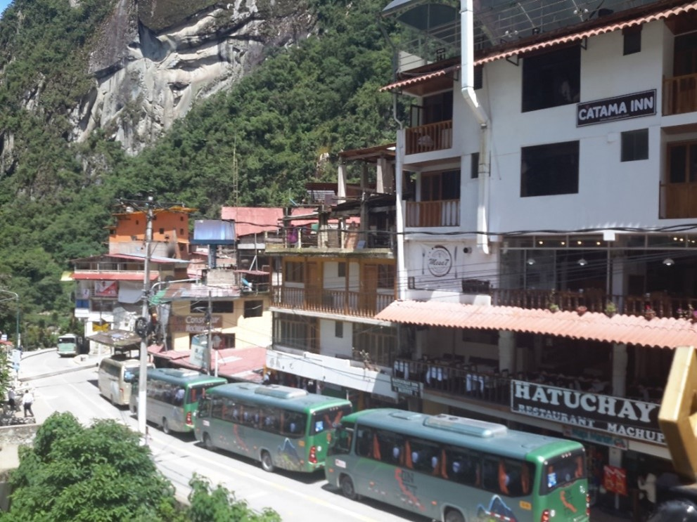 Machu Picchuya giden otobusler